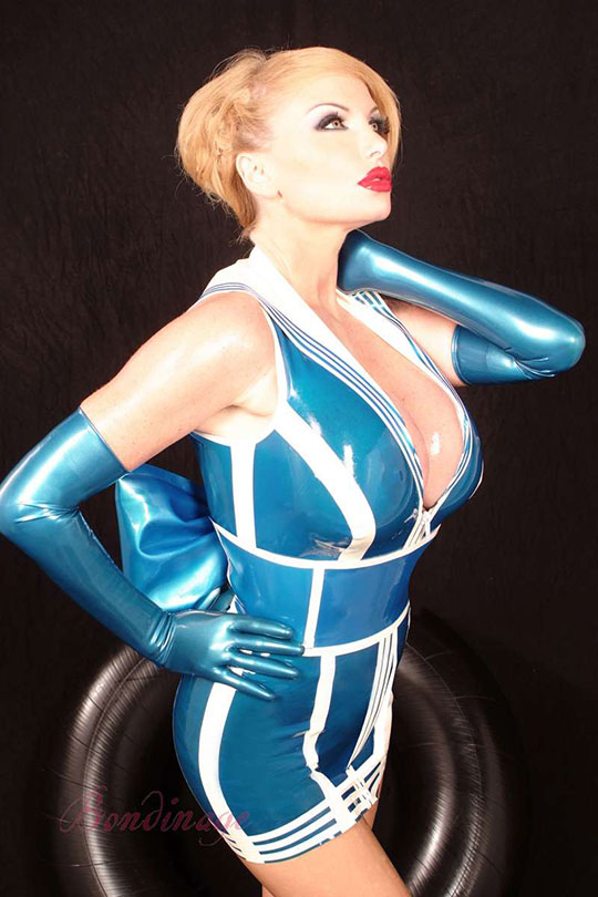 Freches Latex Matrosenkleid